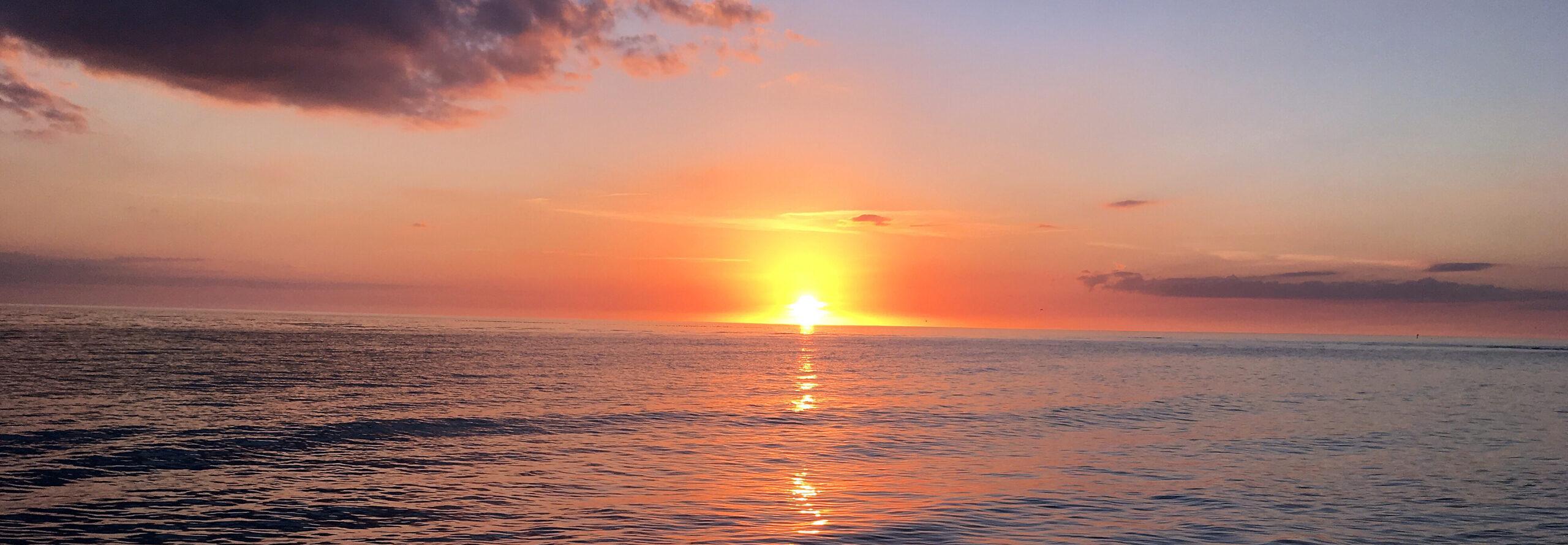 beautiful-sunset-over-the-bay-sarasota-florida